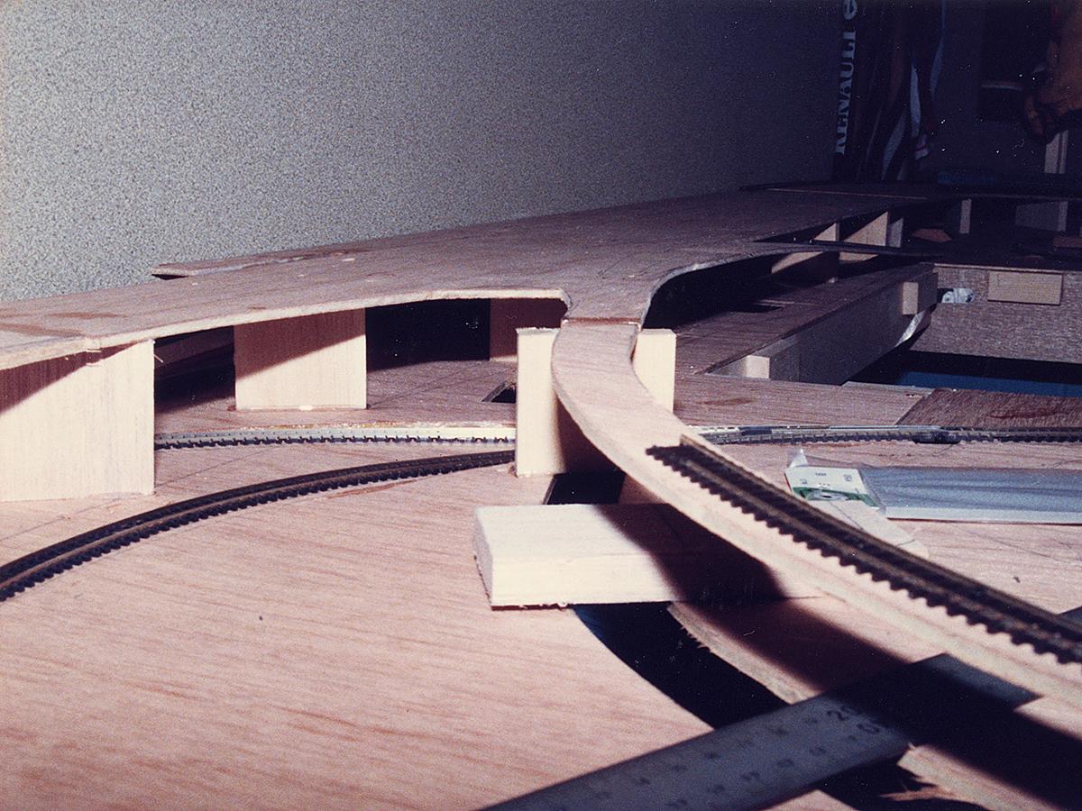 http://moritetsu.info/model-railway/img/w03k-s-714rittai.jpg