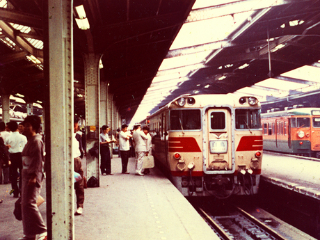 昭和36年の上野駅での白鳥号