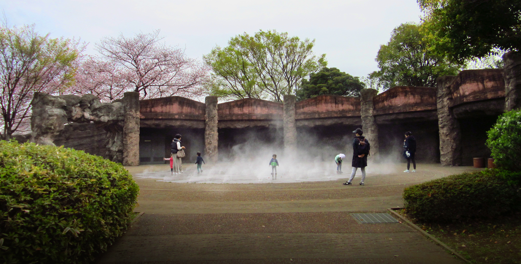 http://moritetsu.info/train/img/IMG_4243sssss-kaizuka-palk.jpg