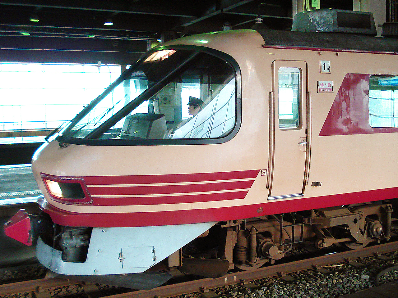 http://moritetsu.info/train/img/kuha4812005DSC02359sssss.jpg