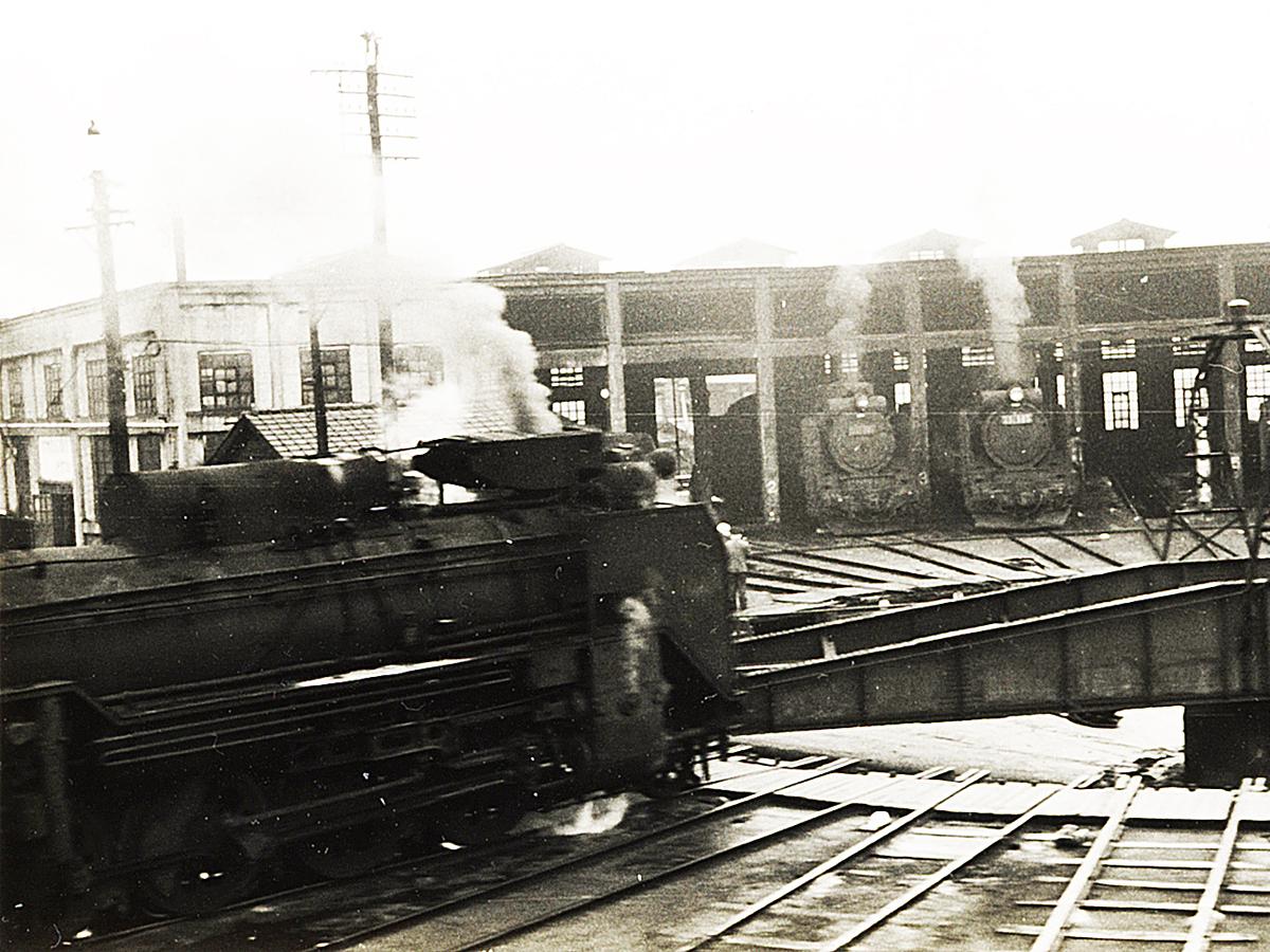 http://moritetsu.info/train/img/web-01-kiji-sub-D51nii.jpg
