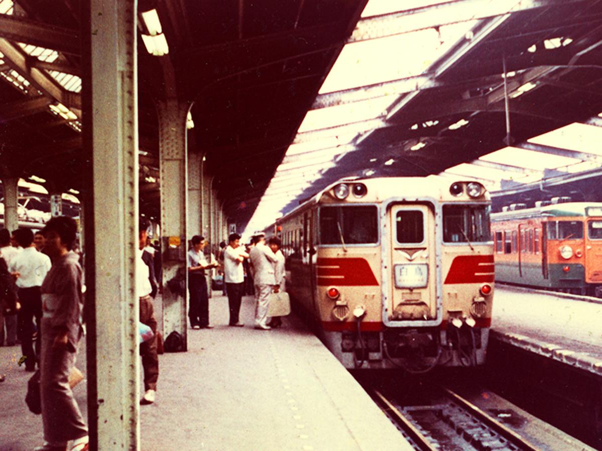http://moritetsu.info/train/img/web_01_kiji_main_kiha82.jpg