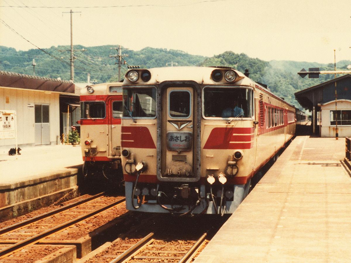 http://moritetsu.info/train/img/web_01_kiji_sub_kiha82.jpg
