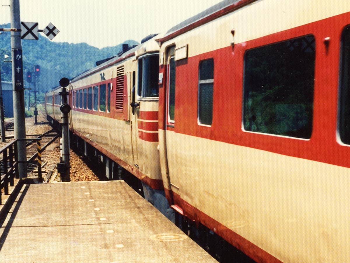 http://moritetsu.info/train/img/web_01_kiji_sub_kiha82_03.jpg